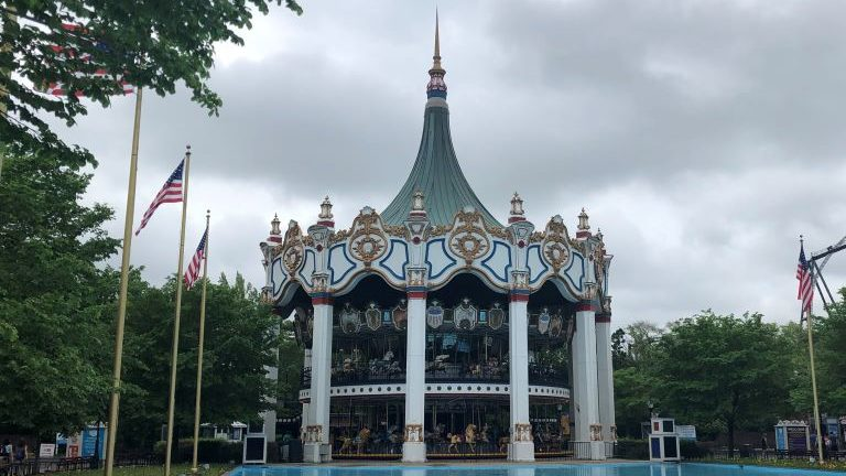 Guide for Six Flags Great America Theme Park Illinois: Survive the Day