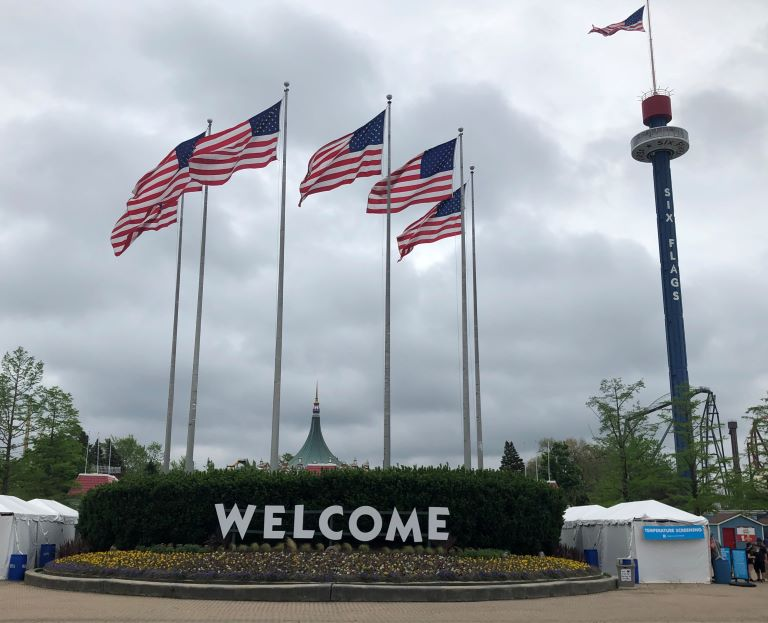 Six Flags Great America Chicago Entrance